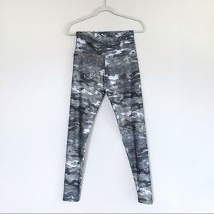 Onzie Flow camouflage yoga pants in silver & grey